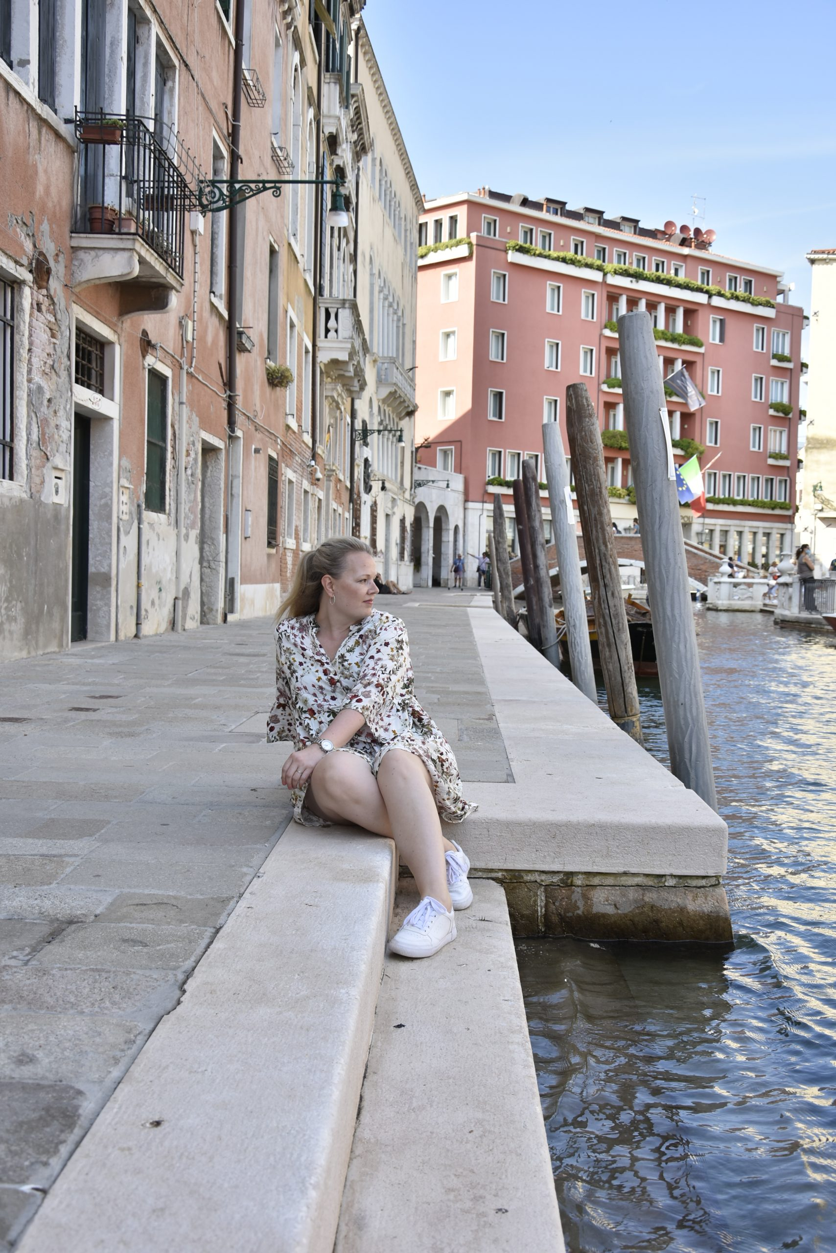 solo traveler in Venice sat in besides the cannal of the water