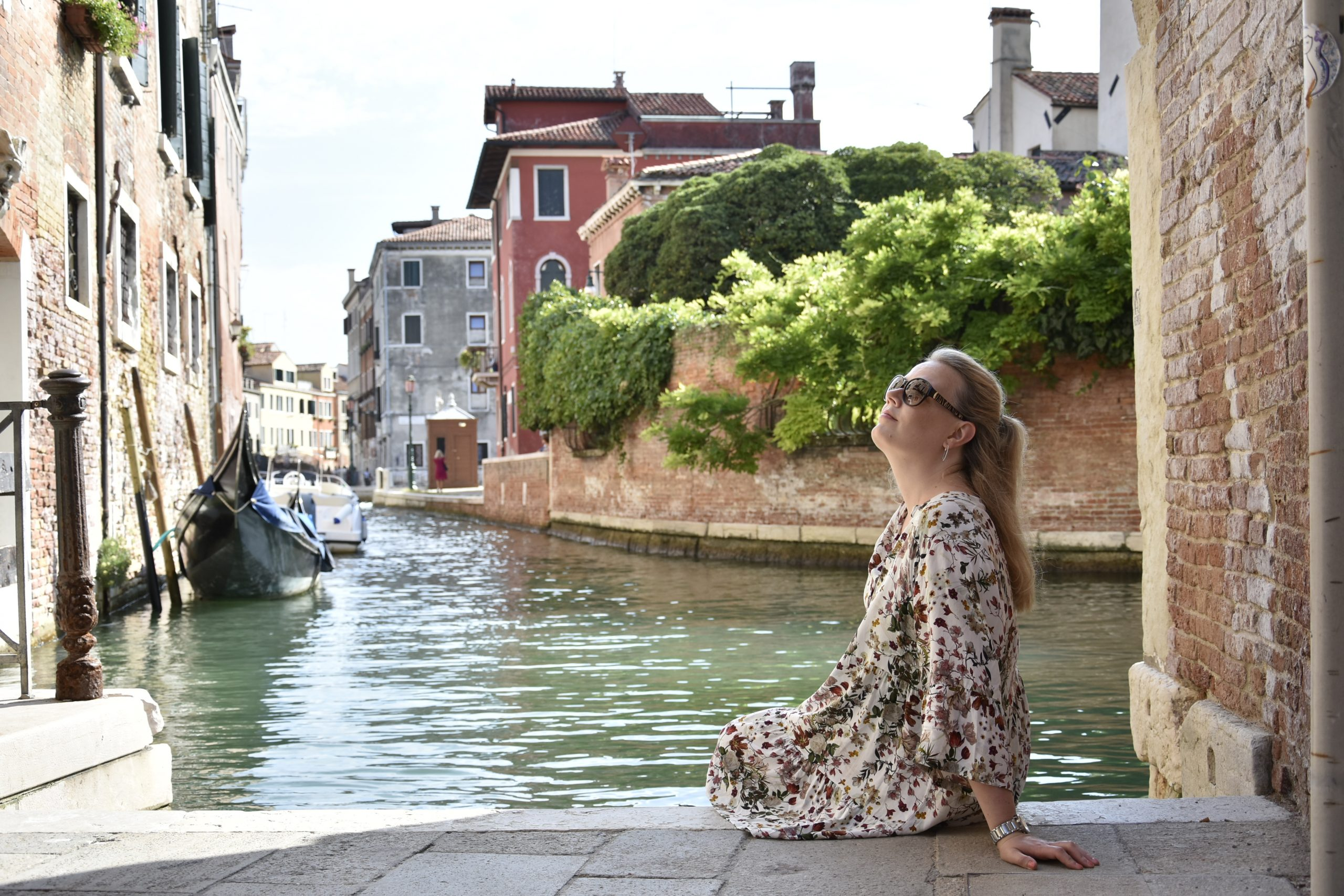 solo traveler in Venice sat in front of the water